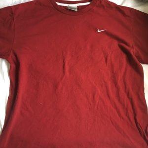 Burgundy NIKE t-shirt